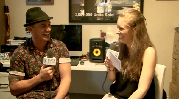 Lauren-yeates-and-shannon-noll-live-it-up